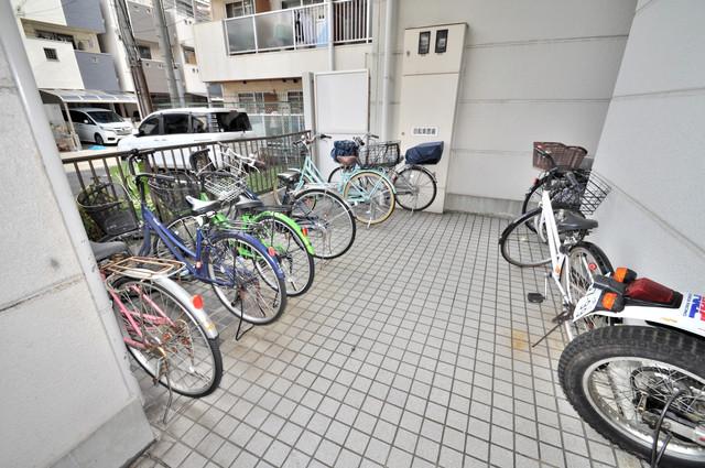 シティハイム南巽 1階には駐輪場があります。屋内なので、雨の日も安心ですね。