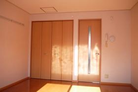 https://image.rentersnet.jp/9d1c588e-bcd9-4b19-8743-90a0360d6826_property_picture_2419_large.jpg_cap_居室