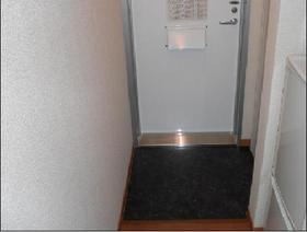 https://image.rentersnet.jp/9d380a8d87447103dfa9c162a9cb1ea7_property_picture_1993_large.jpg_cap_玄関