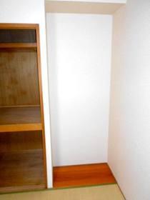 和室の床の間風板の間