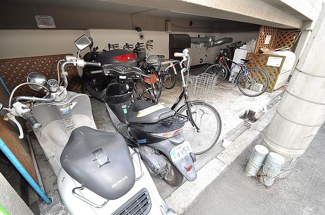 パールハイム深江橋 屋内にある駐輪場は大切な自転車を雨から守ってくれます。