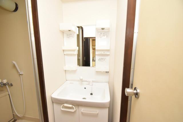 マンションサンパール 独立した洗面所には洗濯機置場もあり、脱衣場も広めです。