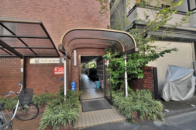 プレアール菱屋西 緑のあるエントランスは癒される心地よい空間です。