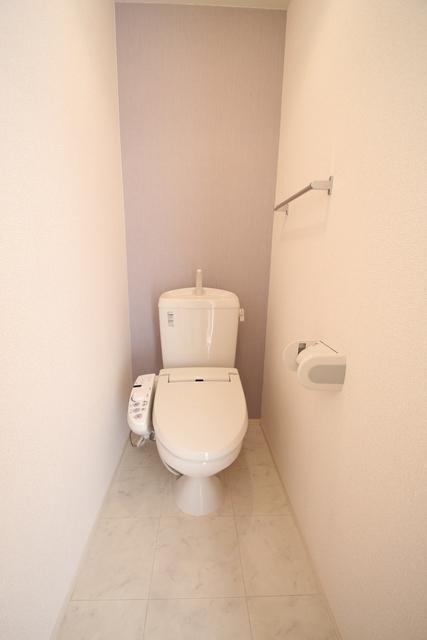 温水洗浄暖房便座付き!トイレとお尻は清潔に☆