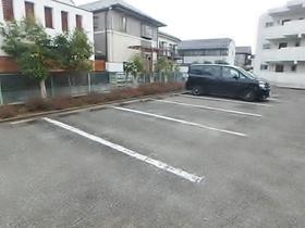 コーポブルースター駐車場