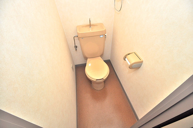 ジオ・グランデ高井田 清潔感のある爽やかなトイレ。誰もがリラックスできる空間です。