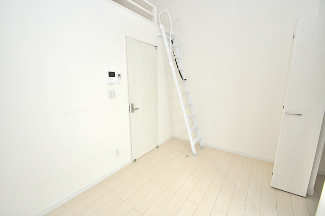 クロスレジデンス布施 シンプルな単身さん向きのマンションです。