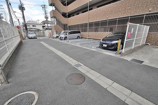 セレッソコート八戸ノ里ハートランドイーストビュー 敷地内にある駐車場。愛車が目の届く所に置けると安心ですよね。