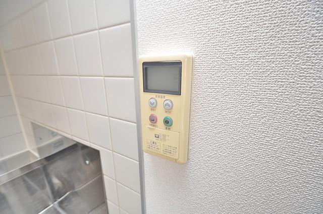 ソレアード三貴 給湯リモコン付。温度調整は指1本、いつでもお好みの温度です