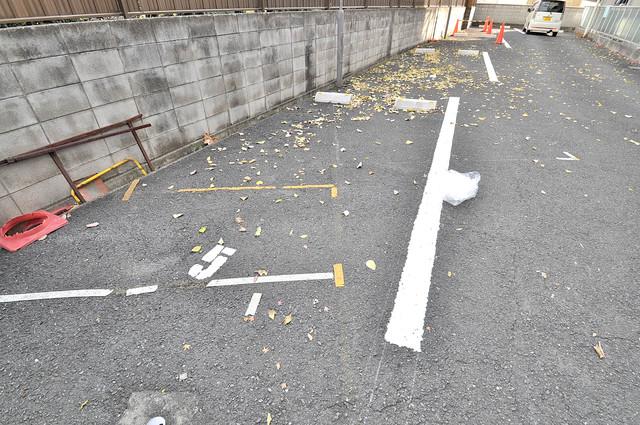 M'プラザ菱江 敷地内にある駐車場。愛車が目の届く所に置けると安心ですよね。