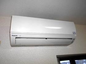 リビングと各洋室に設置済みのエアコン(合計3台)