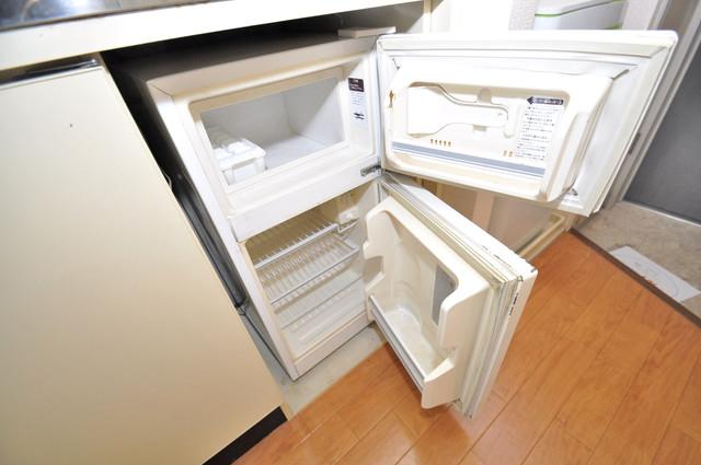 デ・リード高井田駅前 キッチンの下にはかわいいミニ冷蔵庫付きです。得した気分です