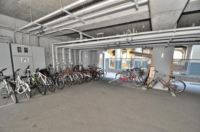 メゾンシェソワ 屋内にある駐輪場は大切な自転車を雨から守ってくれます。