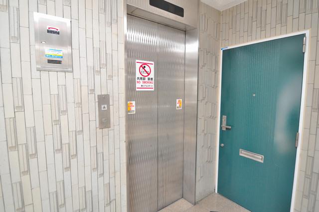ロータリーマンション永和 嬉しい事にエレベーターがあります。重い荷物を持っていても安心