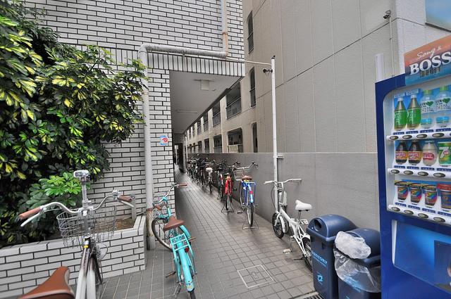 湊川マンション シンプルなのにとても豪華なエントランスですね。