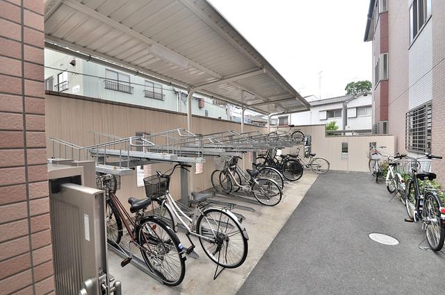 Loyal f Maison(ロイヤルエフメゾン) あなたの大事な自転車も安心してとめることができますね。