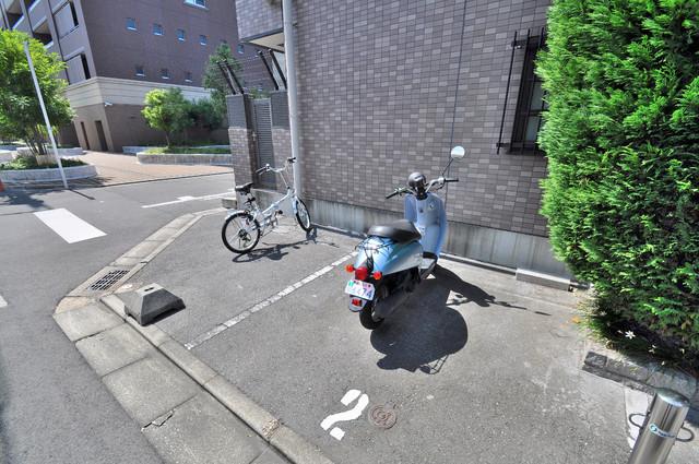 グランドール永和 敷地内には専用の駐輪スペースもあります。
