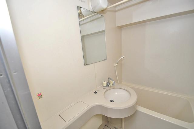 小若江ハイツ 可愛いいサイズの洗面台ですが、機能性はすごいんですよ。