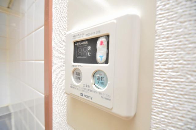 メゾンタツミ 給湯リモコン付。温度調整は指1本、いつでもお好みの温度です.