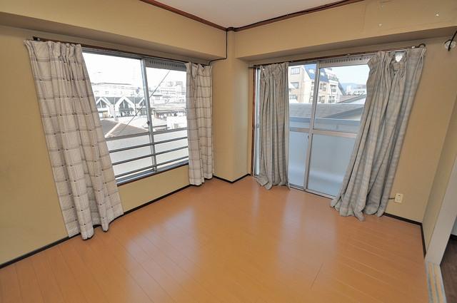 中村マンション ベッドルームは2面からの採光なので、室内がとても明るいです。