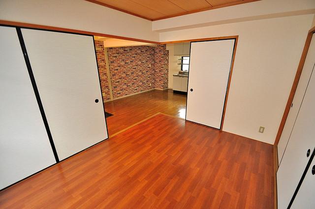 シャンピニヨン岩崎 明るいお部屋は風通しも良く、心地よい気分になります。
