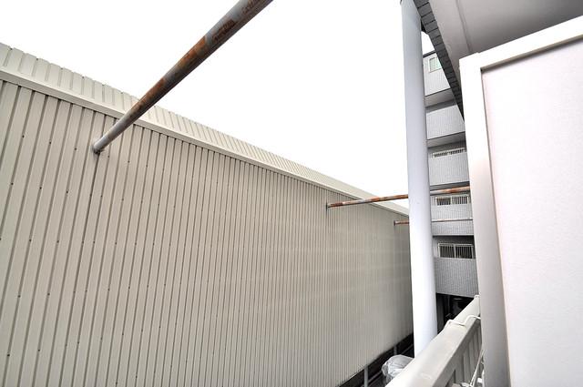 ローズガーデンCOMO 目の前に建物がありますがこのように日も入ってきます。