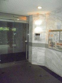 ティーリーフ横浜モデルノエントランス