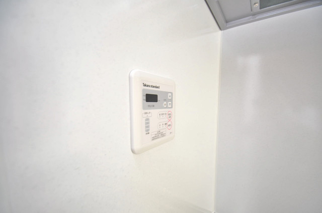 Fmaison verdeⅡ(エフ メゾン ベルデ) 給湯リモコン付。温度調整は指1本、いつでもお好みの温度です。