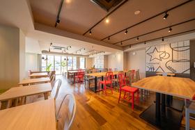 https://image.rentersnet.jp/a129b06f-8bad-4e9e-93f0-038e45481f2e_property_picture_956_large.jpg_cap_食堂はオシャレで開放的