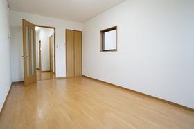 https://image.rentersnet.jp/a1552e1b-d2c9-4975-9bb7-0bcba1d4bdcb_property_picture_956_large.jpg_cap_居室