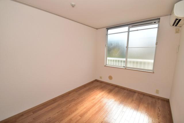 エステートピアナカタA棟 朝には心地よい光が差し込む、このお部屋でお休みください。