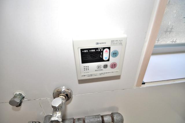 太平寺2丁目 連棟住宅 給湯リモコン付。温度調整は指1本、いつでもお好みの温度です。