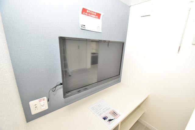 あんしん+衣摺(北棟) 寝室にテレビ台付き。テレビの置き場所に困りませんね。