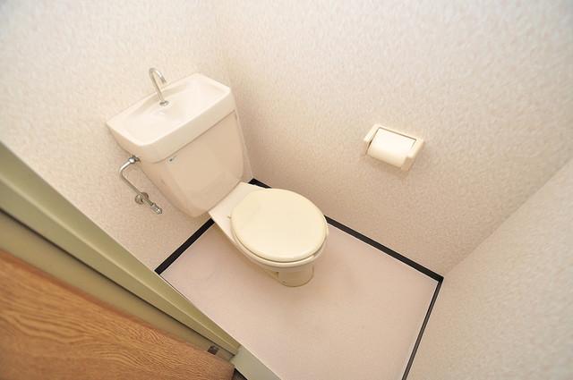 エンゼルハイツ小阪本町 スタンダードなトイレは清潔感があって、リラックス出来ます。