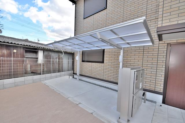 Queen Serenity(クイーンセレニティ) 敷地内にある専用の駐輪場。雨の日にはうれしい屋根つきです。
