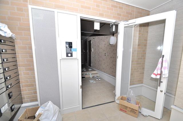 COCORO 玄関まで伸びる廊下がきれいに片づけられています。