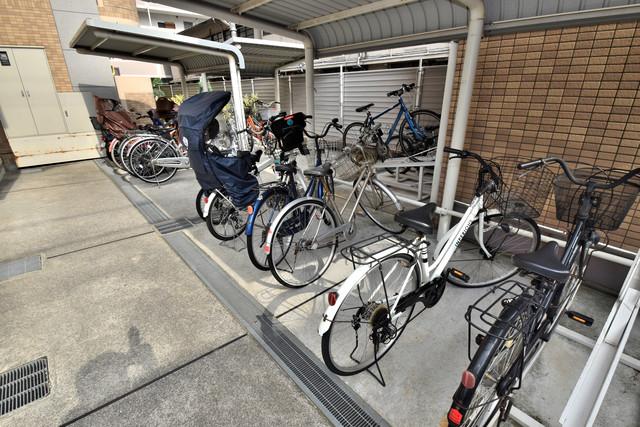 サンヒルズ 敷地内には専用の駐輪スペースもあります。
