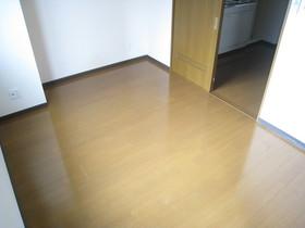 https://image.rentersnet.jp/a1f040fb-59e4-46a2-95b6-e90ceaddfb7e_property_picture_961_large.jpg_cap_居室