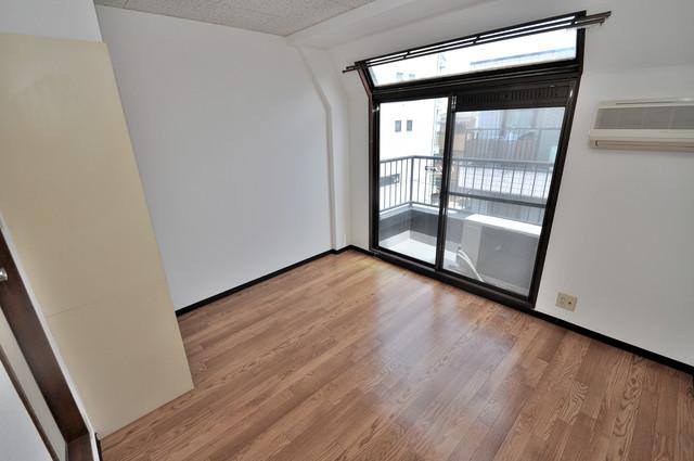 エテルナ長瀬 明るいお部屋はゆったりとしていて、心地よい空間です