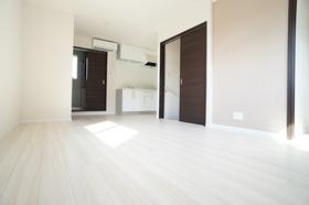 https://image.rentersnet.jp/a25de62a-b15f-4cee-936c-15a5f48b929c_property_picture_956_large.jpg_cap_広々とした1Rです。