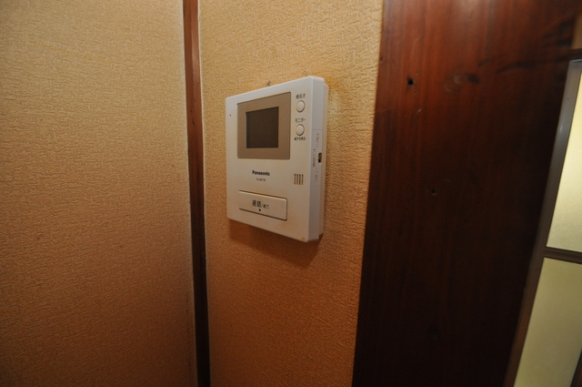 長瀬町1-3-10貸家(高山貸家) TVモニターホンは必須ですね。扉は誰か確認してから開けて下さいね