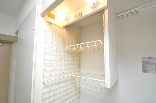 サンパレス布施 キッチン棚も付いていて食器収納も困りませんね。