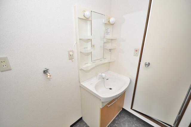 日栄ビル3号館 親子並んで一緒に手洗いができそうな素敵な空間です。