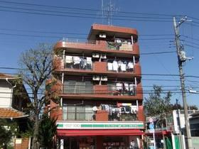 南面の外観(1階はローソンストア100)