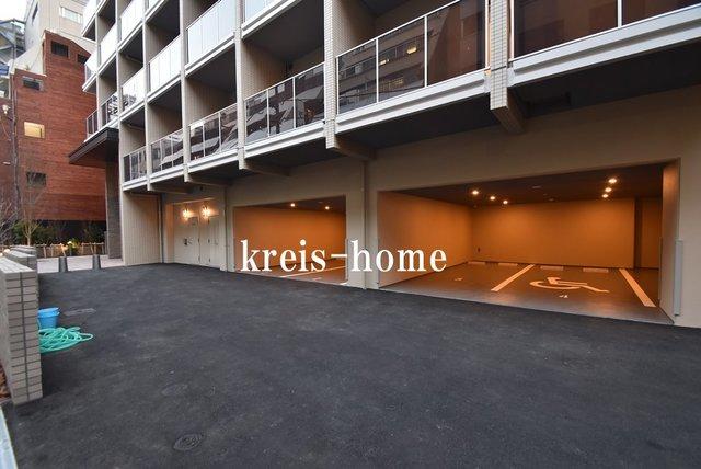 コンフォリア新宿駐車場