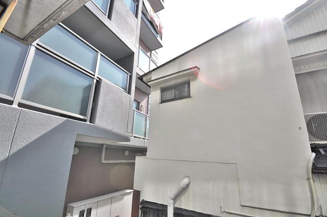 コルナス八戸ノ里 目の前に建物がありますがこのように日も入ってきます。