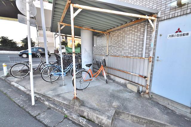 TSUJIHANAビルディング 駐輪場が敷地内にあります。愛車を安心して置いておけますね。