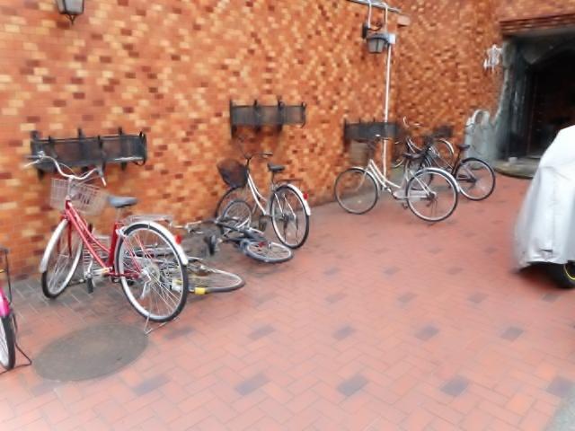 厚木メゾンドパンセ駐車場