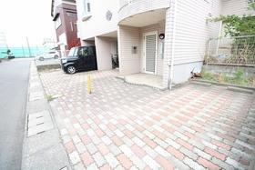 https://image.rentersnet.jp/a3dcda48-0132-475a-8b09-b62bebd17e33_property_picture_2988_large.jpg_cap_駐車場