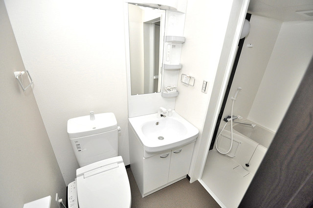 ノイヴェル巽北 人気の独立洗面所はゆったりと余裕のある広さです。